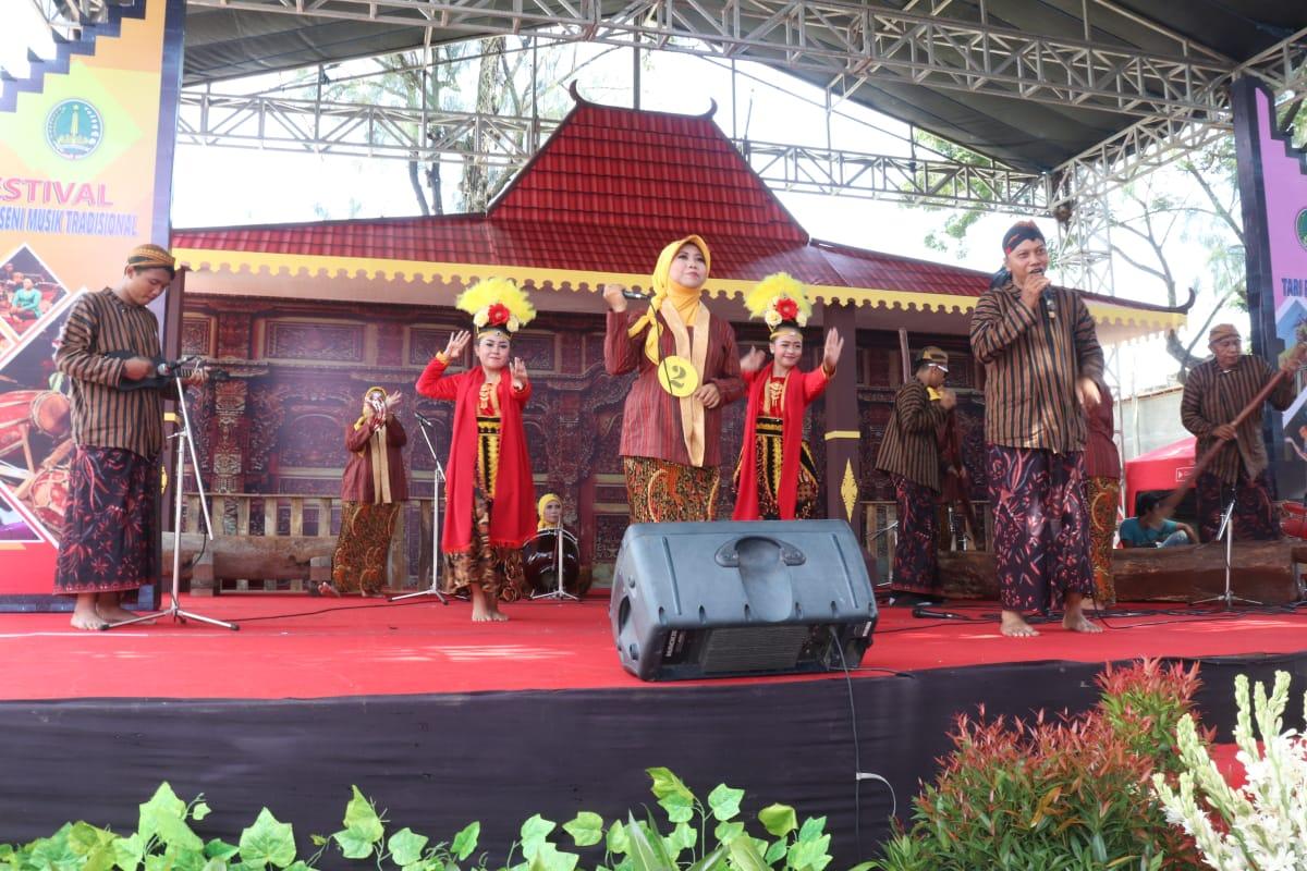 KEGIATAN FESTIVAL KOLABORASI SENI MUSIK TRADISIONAL DAN  TARI KREASI BUDAYA