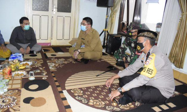 Gugus Tugas Kota Pasuruan Tracing Keluarga Habib Hasan Assegaf dan Bagikan Probiotik untuk Masyarakat