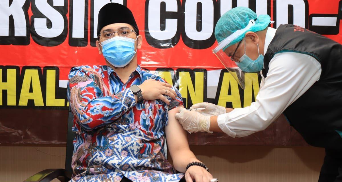 Vaksinasi Covid-19 Tahap Kedua Lancar, Wali Kota Pasuruan dan dr. Ahmad Shohib Tegaskan Bahwa Vaksin Halal Dan Aman