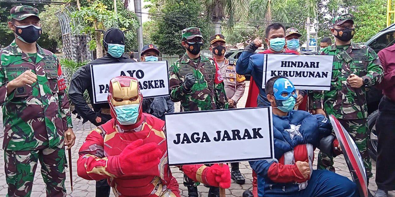 Pedagang di Pasar Kebonagung Dapat Masker Dari Superhero dan Pangdam V Brawijaya