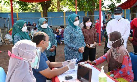 Pastikan Tertib Dan Lancar, Wali Kota Dan Wakil Wali Kota Pasuruan Tinjau Pelaksanaan Vaksinasi Masal Hari Bhayangkari