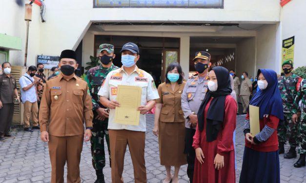 41 Santri Ponpes Salafiyah Sembuh, Pemkot Pasuruan Serahkan Sertifikat Kesembuhan