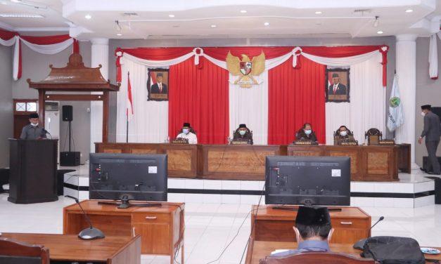Anggota Komisi Menyampaikan Pandangan Terkait APBD Pada Paripipurna II DPRD Kota Pasuruan